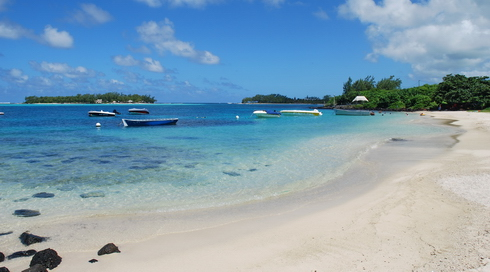Blue Bay Beach towards Ile aux deux Cocos - Boat House
